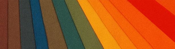 Mit Farben bringen wir den Stoff zum Leben